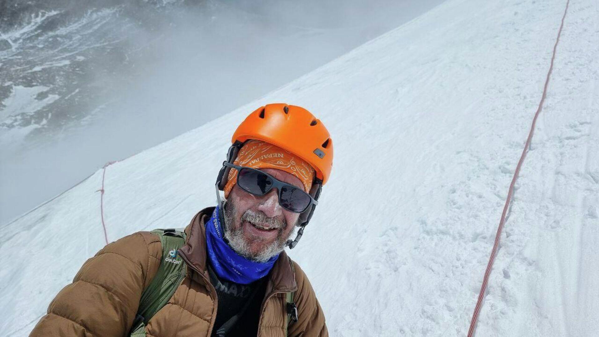 Виталий Хинензон во время восхождения на гору Эверест - Sputnik Таджикистан, 1920, 11.08.2021