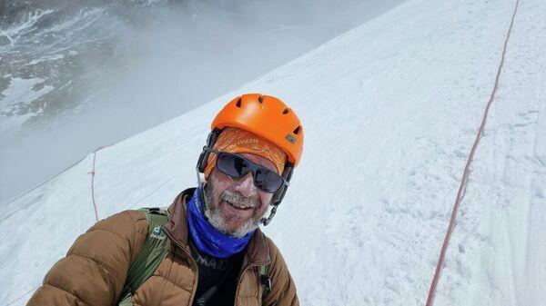 Виталий Хинензон во время восхождения на гору Эверест - Sputnik Таджикистан