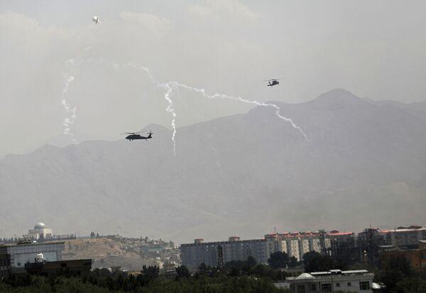Панику жителей усугубляло и то, что в небе над городом с утра начали летать военные вертолеты. - Sputnik Таджикистан