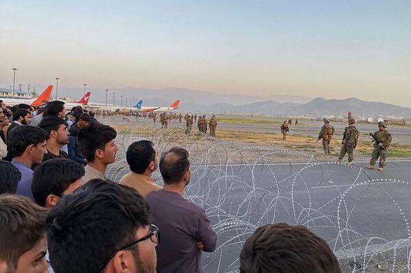 Но гражданские рейсы приостановлены, а территория перекрыта военными. - Sputnik Таджикистан