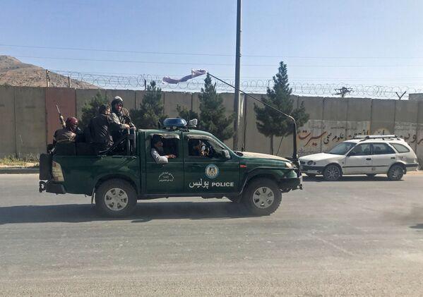 Тем временем талибы уже организовали патрулирование улиц. В Кабуле введен комендантский час. - Sputnik Таджикистан