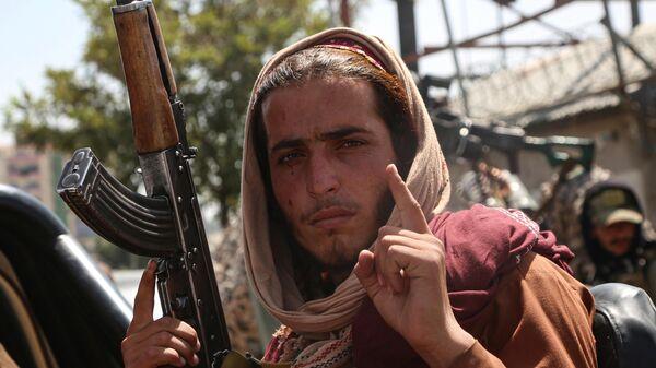 Боевик движения Талибан (террористическая организация, запрещена в России) в Кабуле - Sputnik Таджикистан