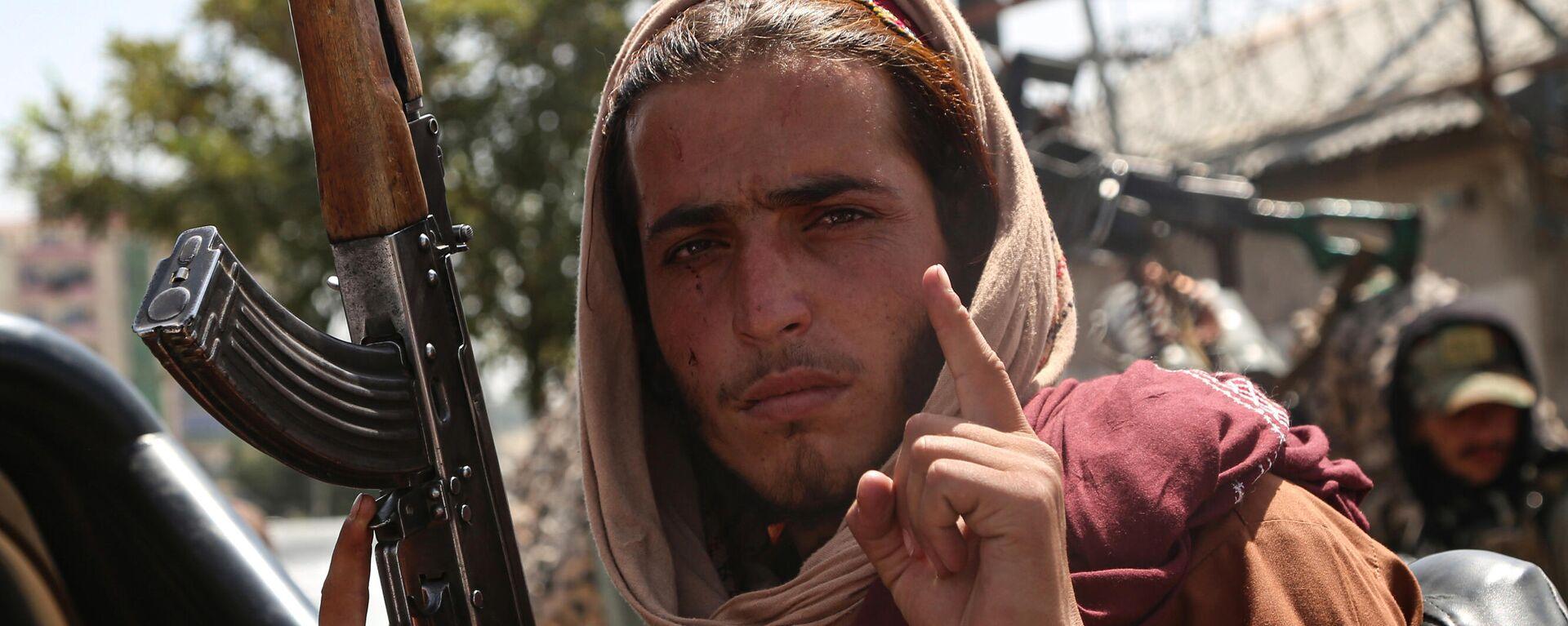 Боевик движения Талибан (террористическая организация, запрещена в России) в Кабуле - Sputnik Таджикистан, 1920, 18.08.2021