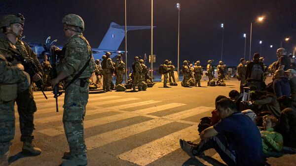 Солдаты французской армии в аэропорту Кабула  - Sputnik Таджикистан
