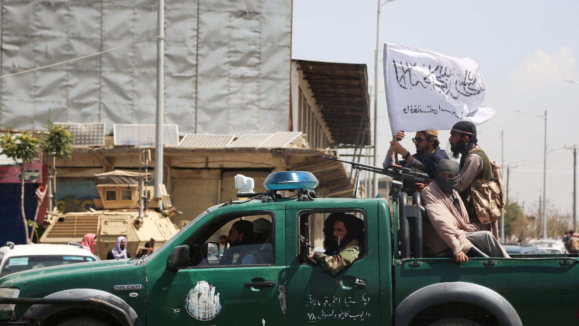 Боевики движения Талибан (террористическая организация, запрещена в России) в Кабуле. Талибы (террористическая организация, запрещена в России) взяли под свой контроль Кабул, столицу Афганистана. - Sputnik Таджикистан, 1920, 19.08.2021