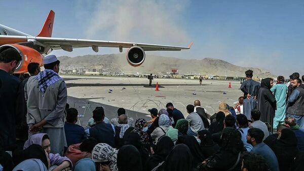 Пассажиры в аэропорту Кабула  - Sputnik Таджикистан