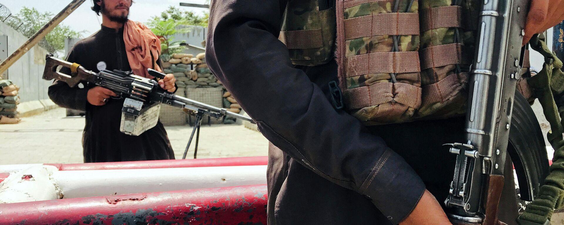 Боевики Талибана патрулируют район Вазир Акбар Хан в городе Кабул, Афганистан - Sputnik Таджикистан, 1920, 05.10.2021