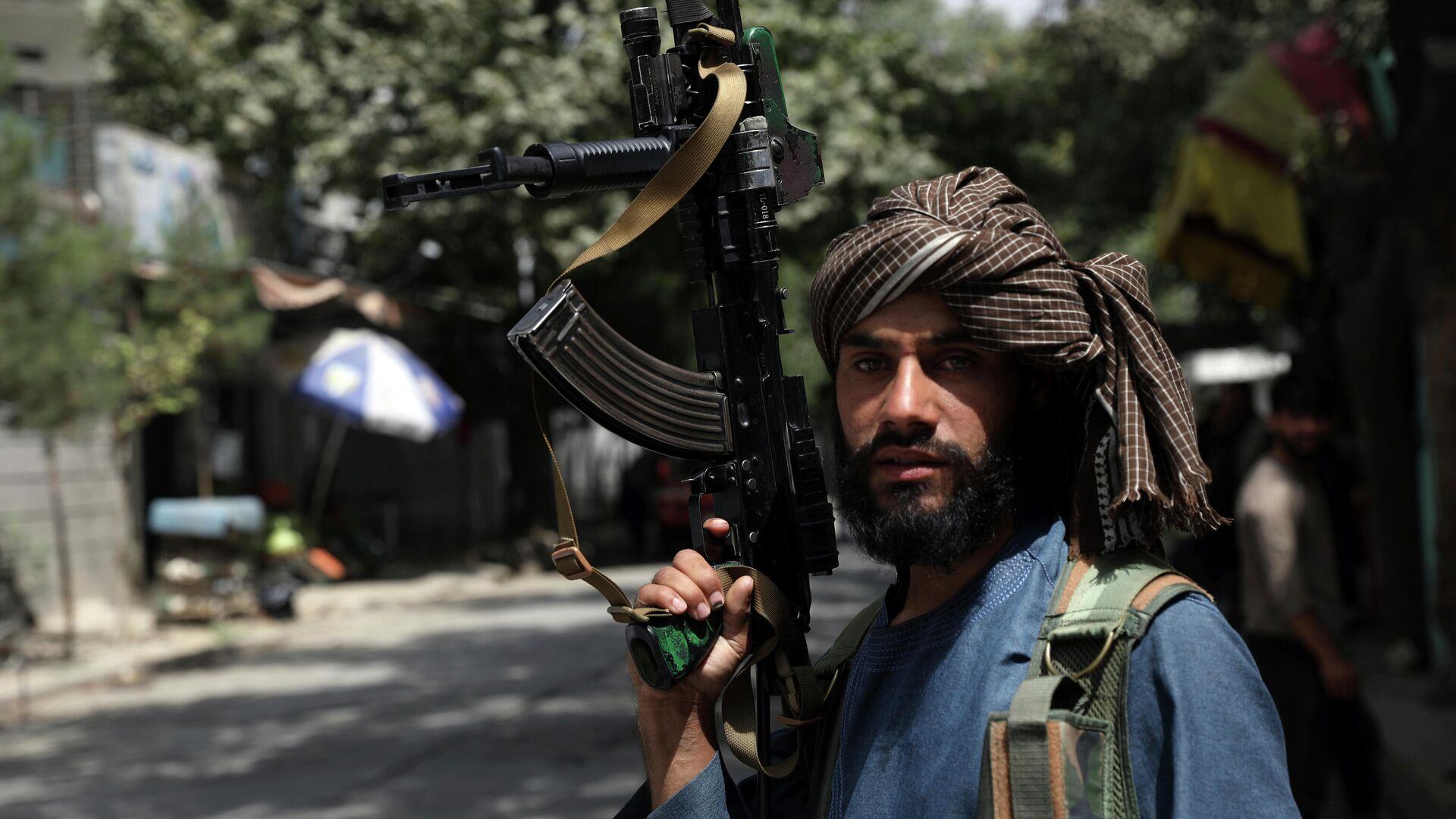 Боевики Талибана патрулируют район Вазир Акбар Хан в городе Кабул, Афганистан - Sputnik Таджикистан, 1920, 25.08.2021