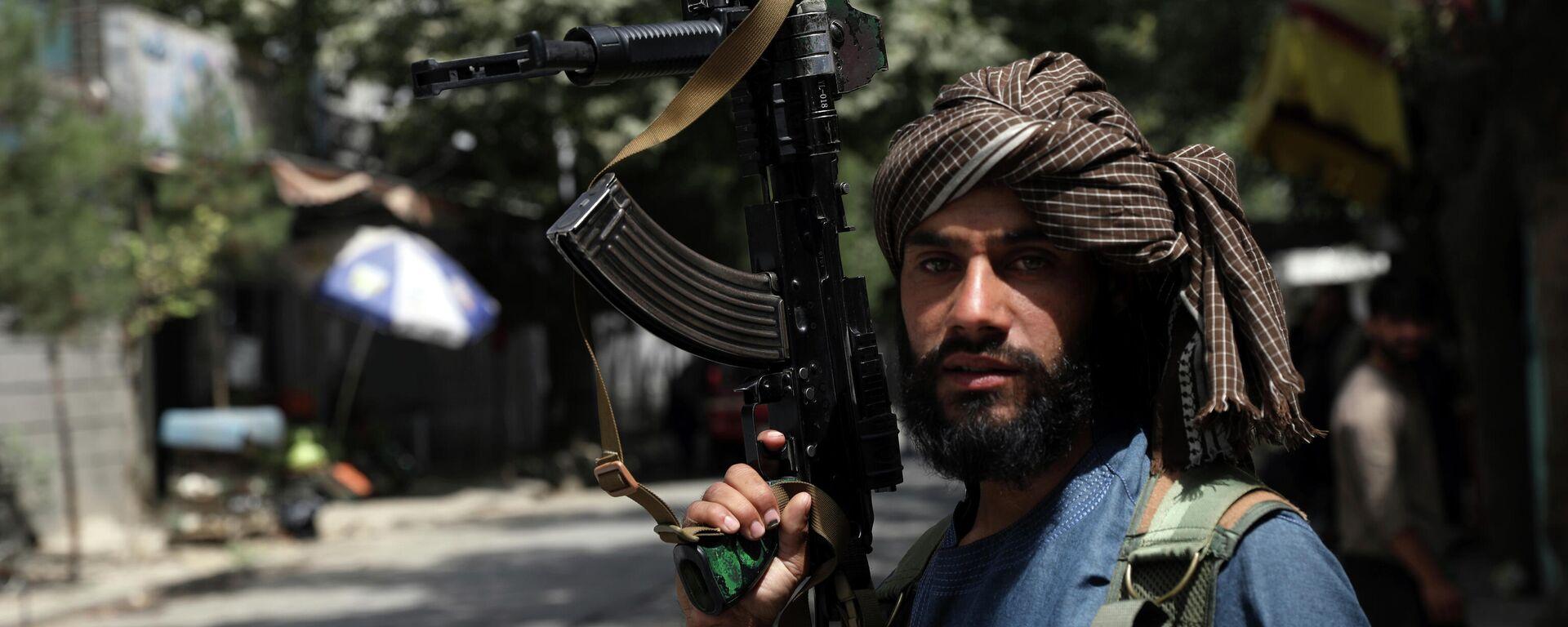 Боевики Талибана патрулируют район Вазир Акбар Хан в городе Кабул, Афганистан - Sputnik Таджикистан, 1920, 19.08.2021