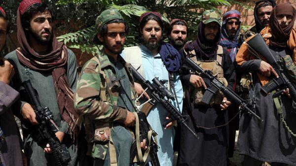 Боевики Талибана патрулируют район Вазир Акбар Хан в городе Кабул, Афганистан - Sputnik Тоҷикистон