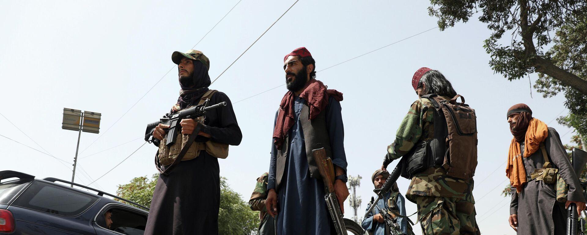 Боевики Талибана патрулируют район Вазир Акбар Хан в городе Кабул, Афганистан - Sputnik Тоҷикистон, 1920, 04.09.2021