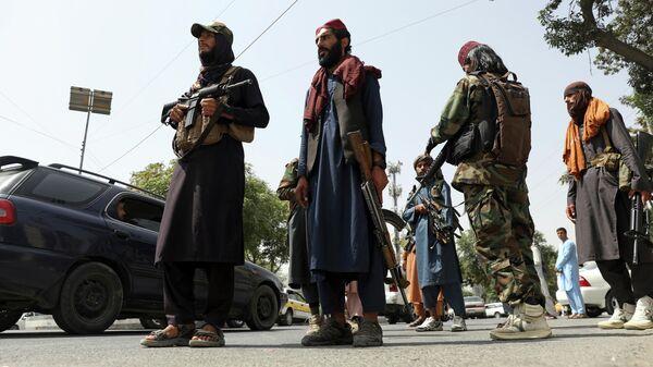 Боевики Талибана патрулируют район Вазир Акбар Хан в городе Кабул, Афганистан - Sputnik Таджикистан