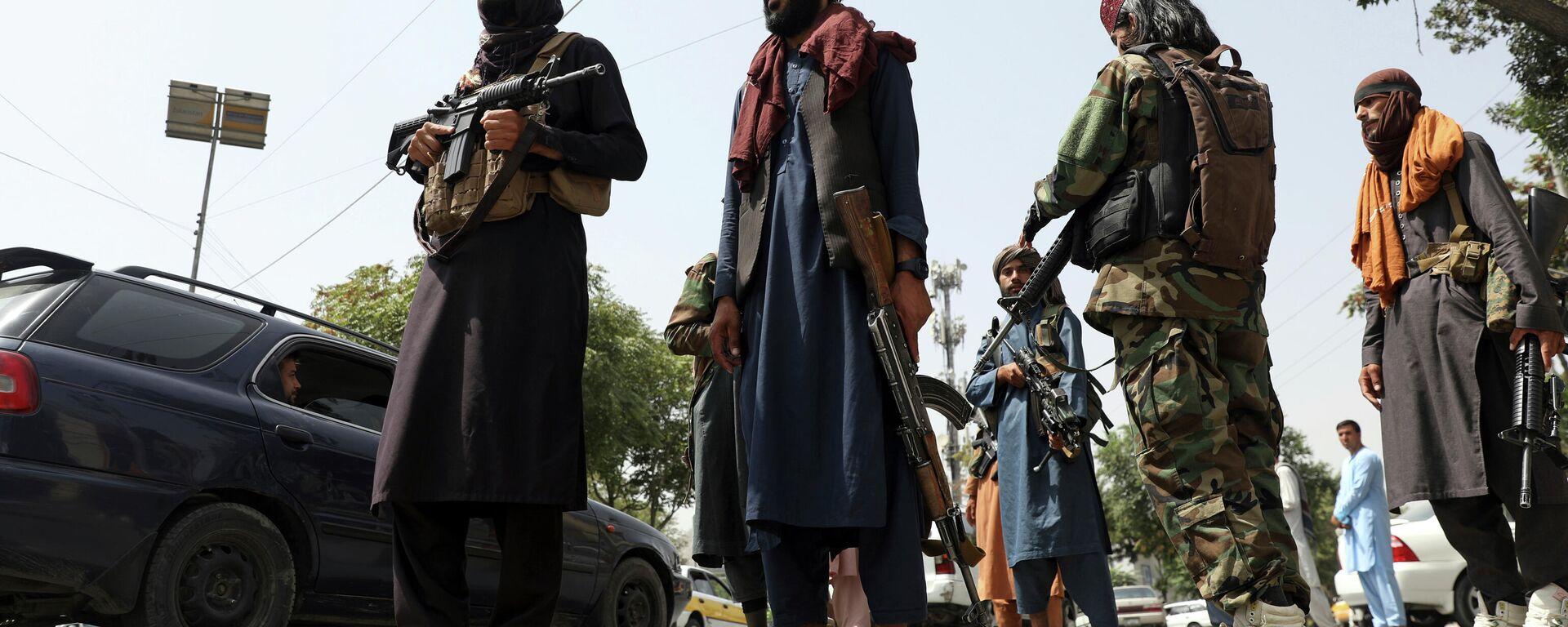 Боевики Талибана патрулируют район Вазир Акбар Хан в городе Кабул, Афганистан - Sputnik Таджикистан, 1920, 26.08.2021