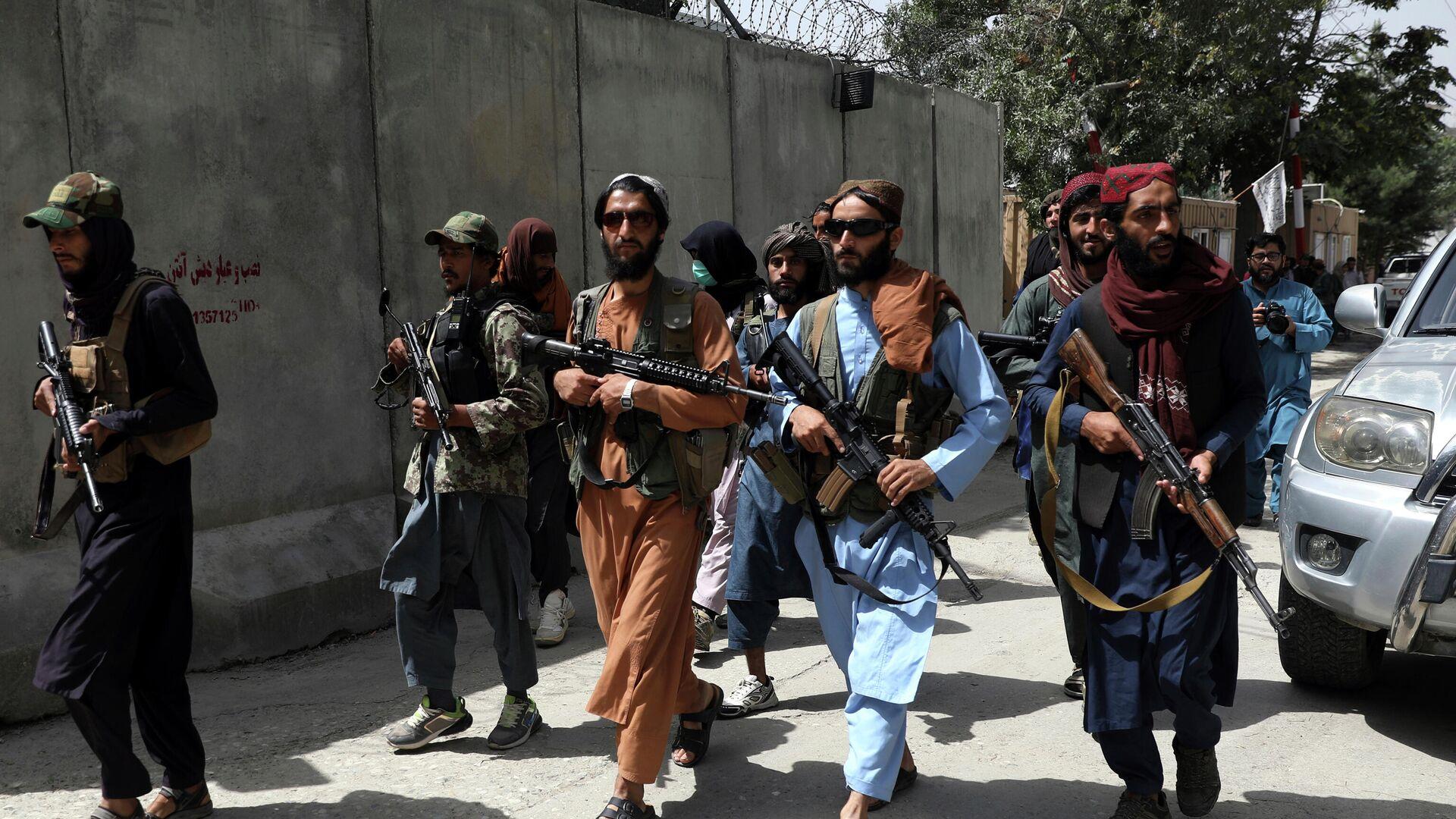 Боевики Талибана патрулируют район Вазир Акбар Хан в городе Кабул, Афганистан - Sputnik Таджикистан, 1920, 01.09.2021