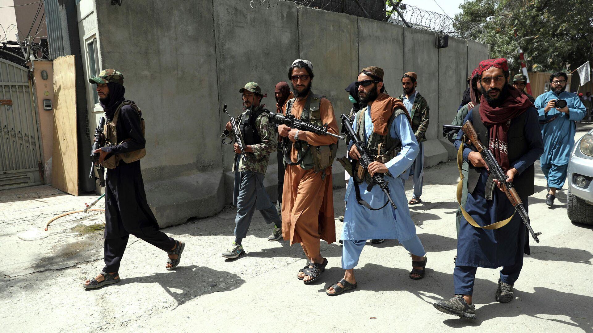 Боевики Талибана патрулируют район Вазир Акбар Хан в городе Кабул, Афганистан - Sputnik Таджикистан, 1920, 25.09.2021