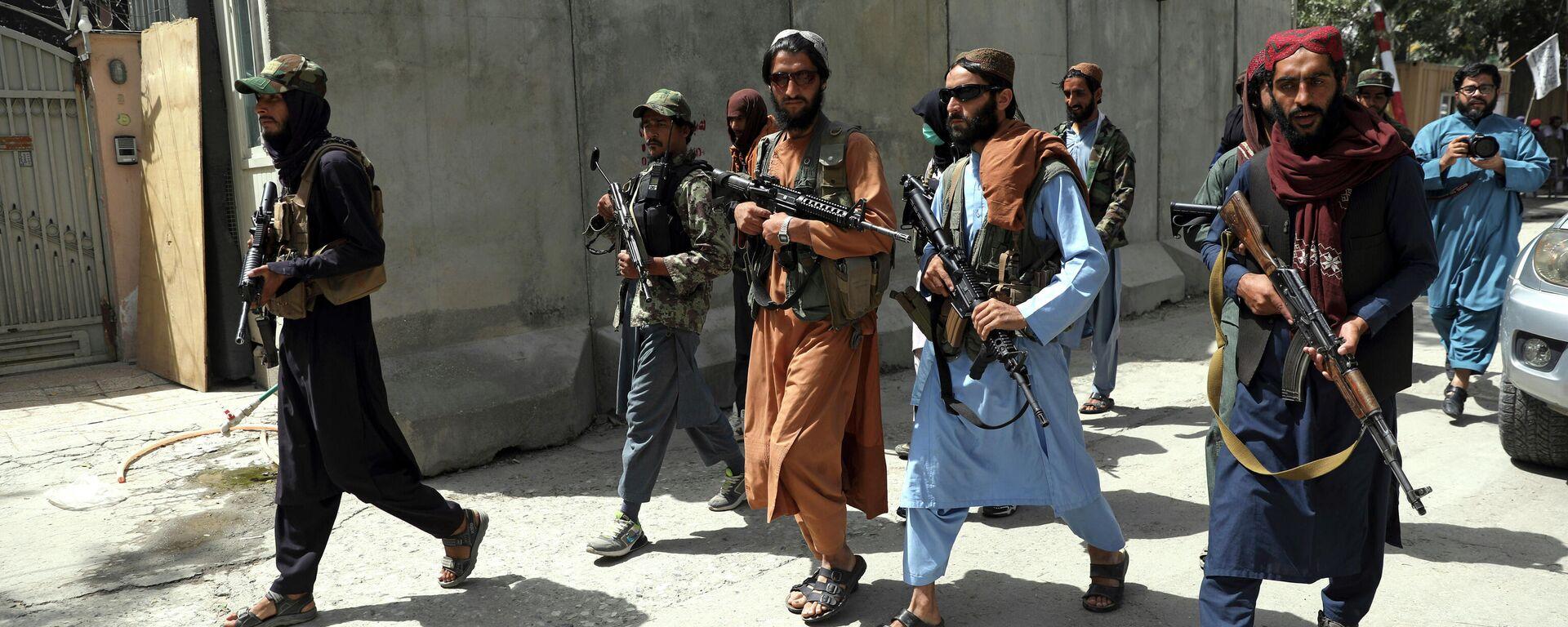 Боевики Талибана патрулируют район Вазир Акбар Хан в городе Кабул, Афганистан - Sputnik Тоҷикистон, 1920, 20.09.2021