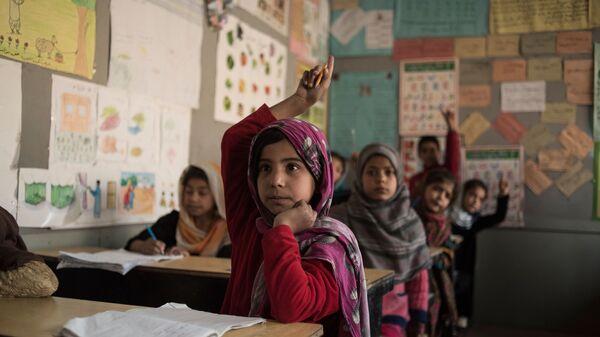 Ученики в классе школы для бывших беспризорных детей Aschiana в Кабуле  - Sputnik Таджикистан
