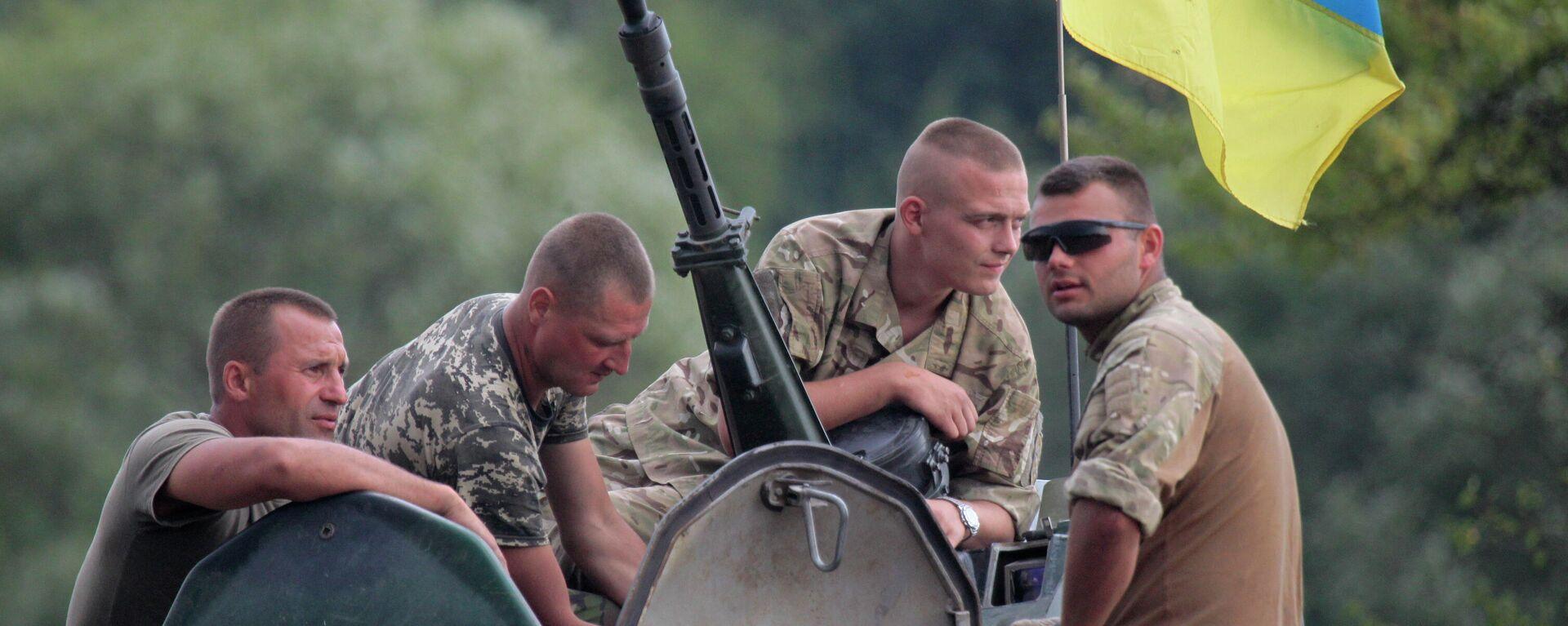 Украинские солдаты на БТР - Sputnik Таджикистан, 1920, 21.09.2021