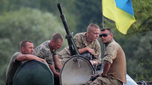 Украинские солдаты на БТР - Sputnik Таджикистан