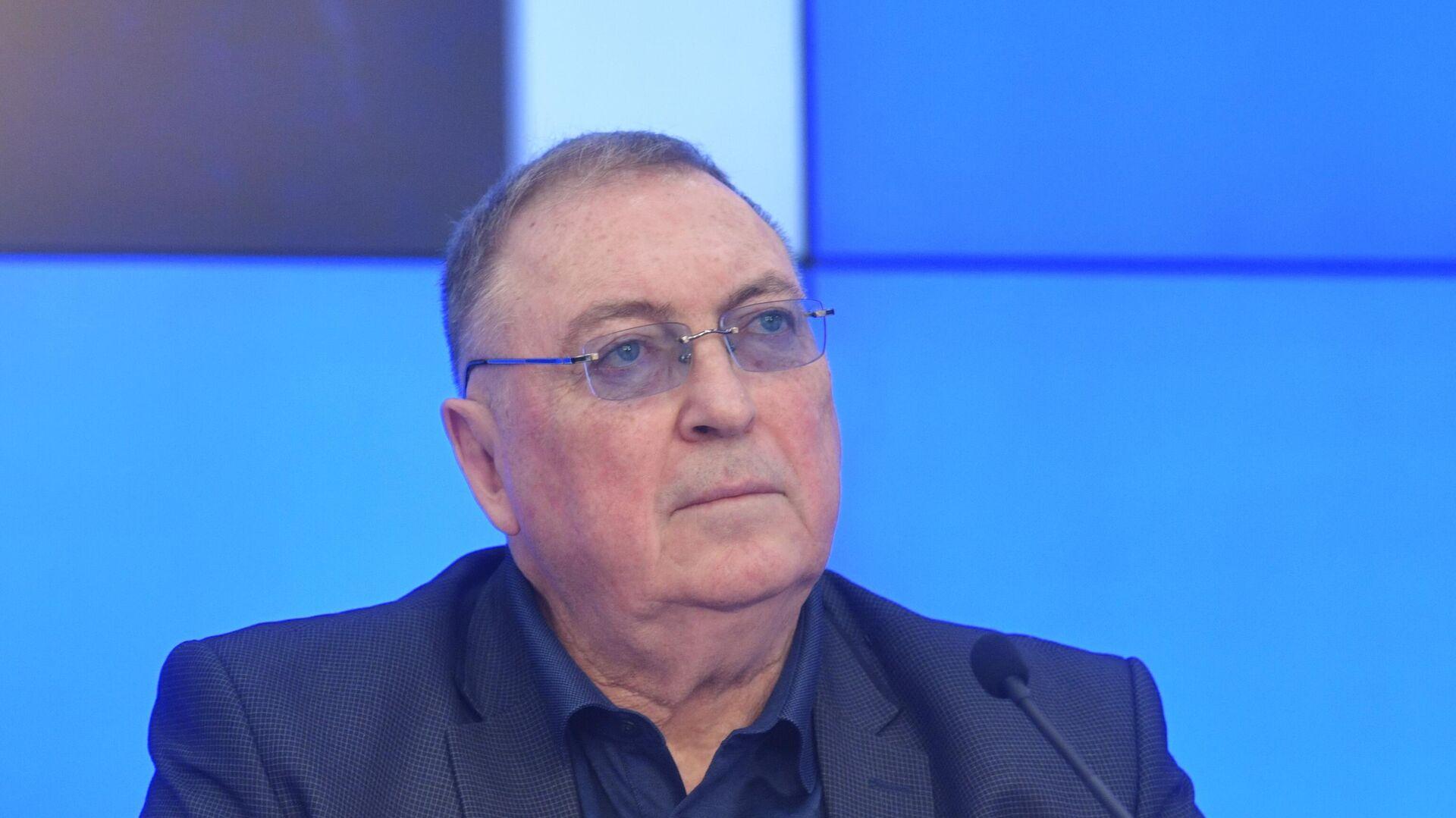 Политолог, писатель, профессор Дмитрий Выдрин - Sputnik Таджикистан, 1920, 19.08.2021