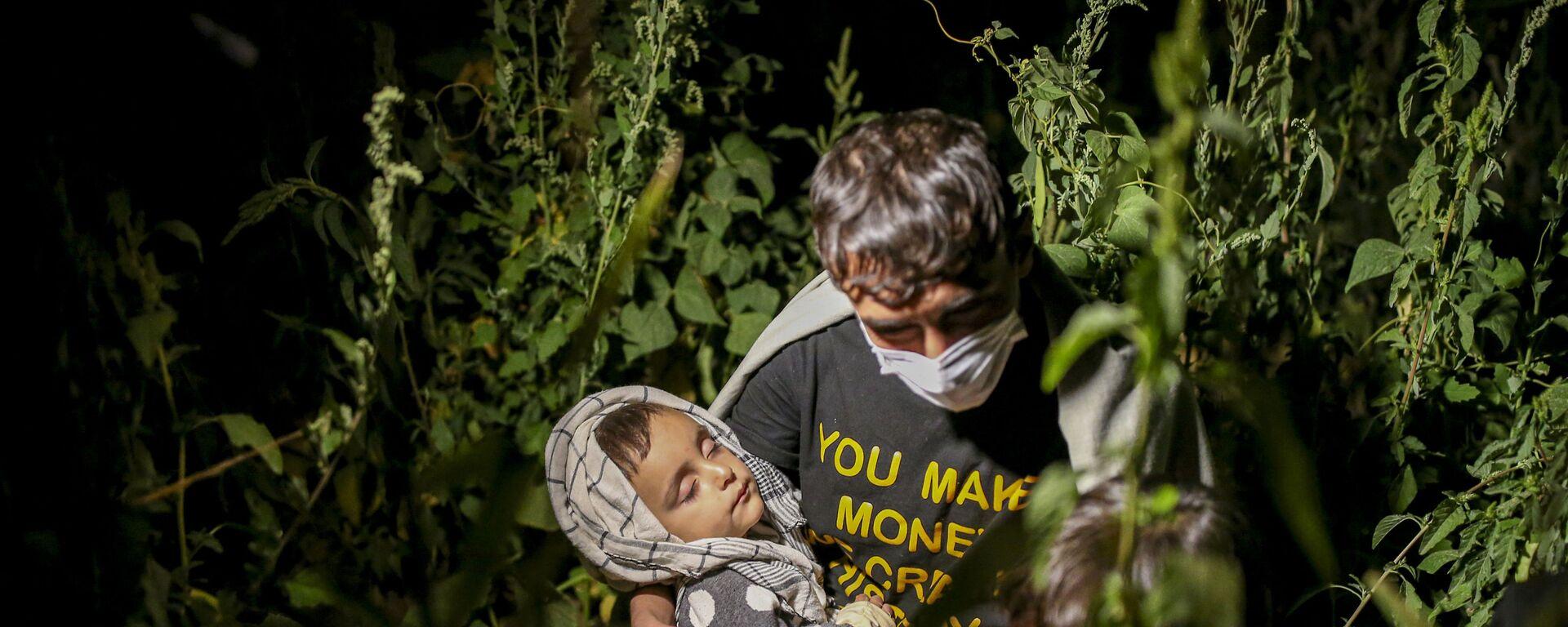 Афганские мигранты в Татване, Турция - Sputnik Тоҷикистон, 1920, 13.09.2021