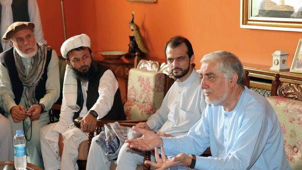 Экс-президент Карзай и глава совета по примирению в Афганистане Доктор Абдулла ведут переговоры с представителями Панджшера - Sputnik Таджикистан