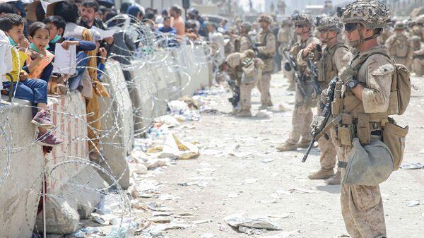 Американские солдаты в аэропорту Кабула  - Sputnik Таджикистан