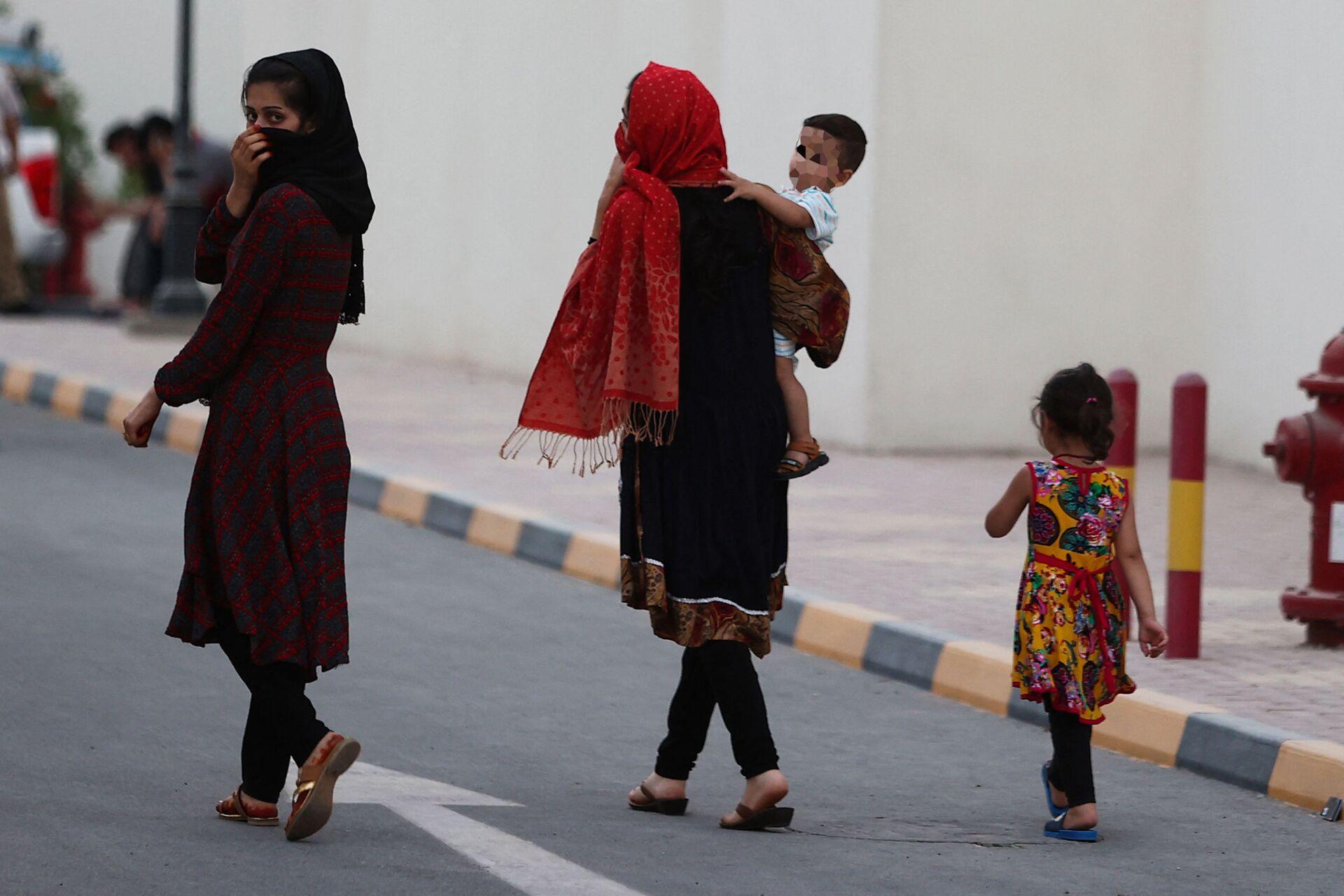 Афганские дети и женщины в комплексе вилл в Катаре  - Sputnik Тоҷикистон, 1920, 29.09.2021