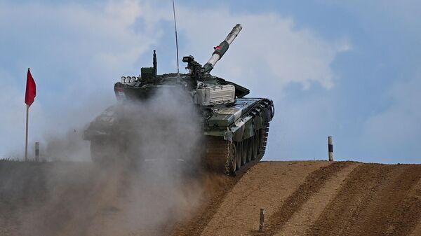 Танк Т-72Б3 команды военнослужащих Таджикистана - Sputnik Таджикистан