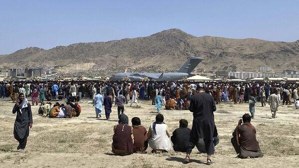 Самолет C-17 в аэропорту Кабула  - Sputnik Таджикистан