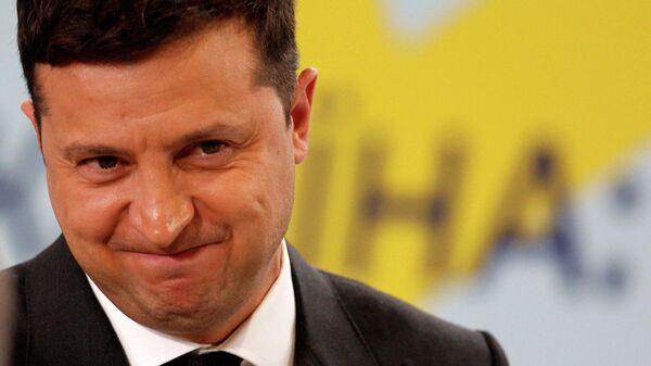Реакция президента Украины Владимира Зеленского на пресс-конференции по итогам саммита Крымской платформы в Киеве - Sputnik Таджикистан