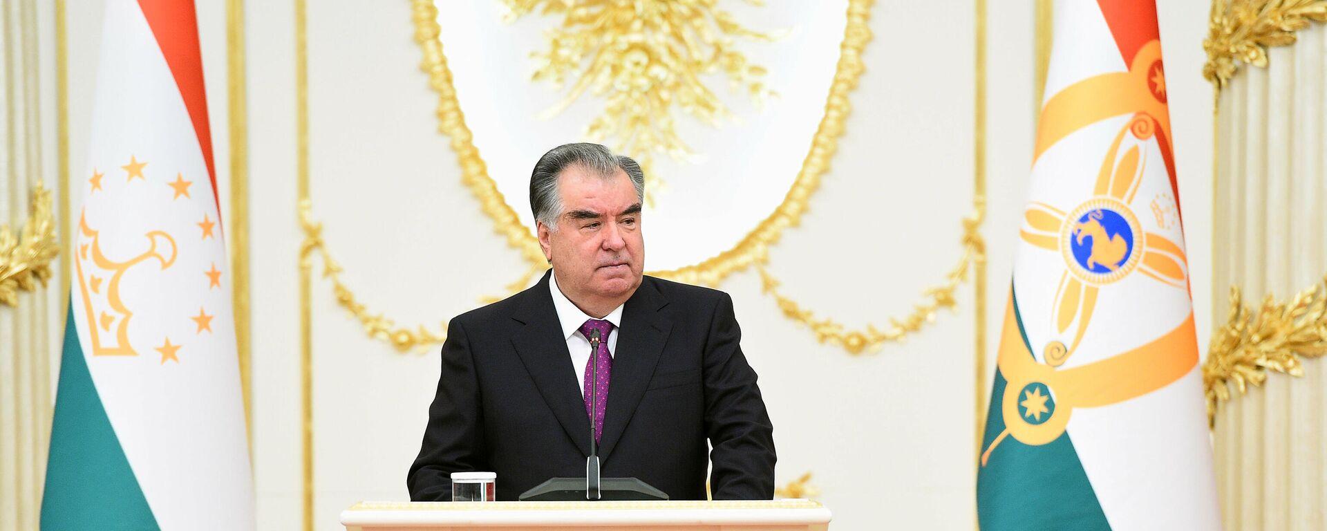 Президент Республики Таджикистан Эмомали Рахмон - Sputnik Тоҷикистон, 1920, 28.09.2021