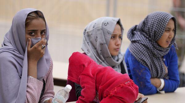 Афганские женщины на авиабазе Ramstein в Германии  - Sputnik Тоҷикистон