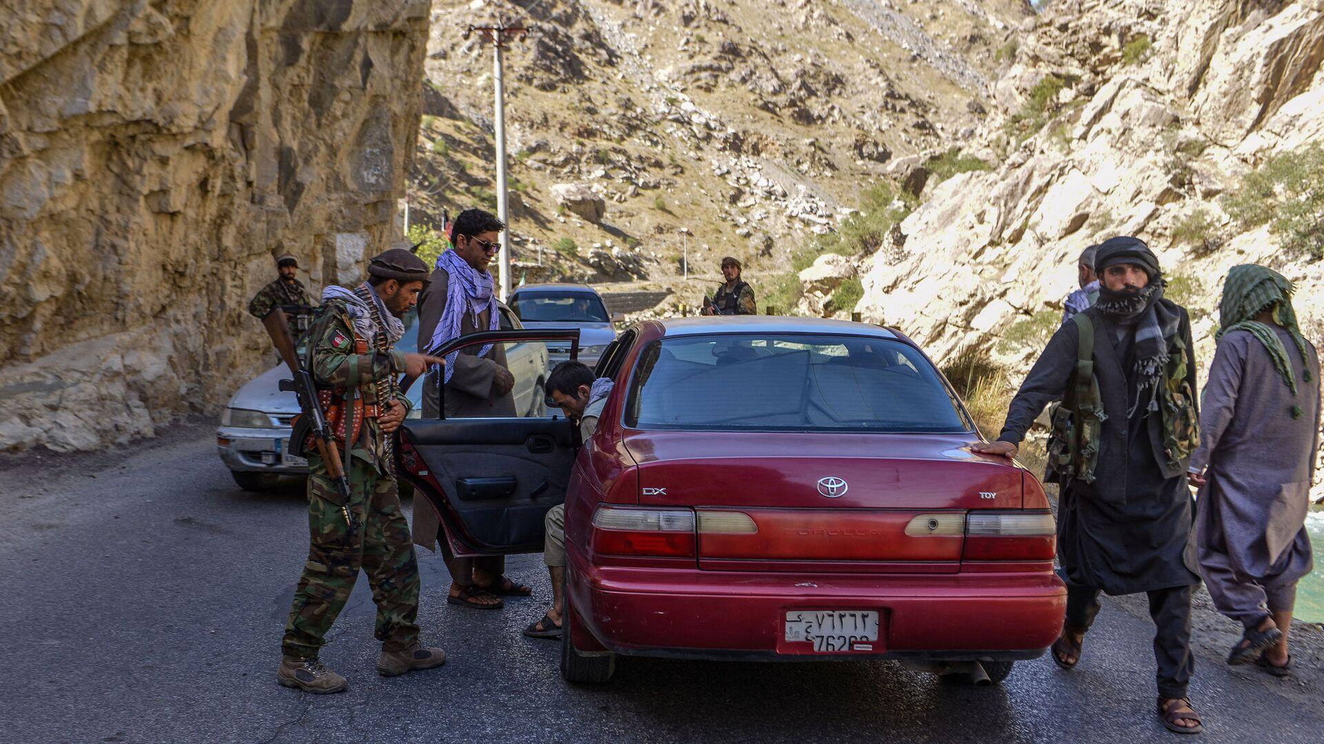 Движение афганского сопротивления проверяют машины в Панджшер   - Sputnik Таджикистан, 1920, 29.08.2021
