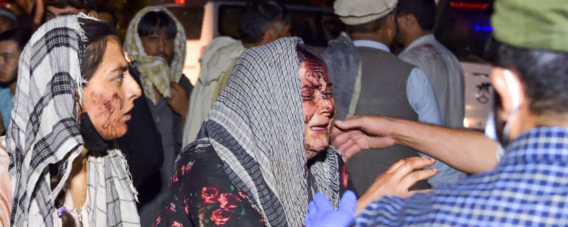 Женщины, раненые в результате двух мощных взрывов, произошедших в Кабуле - Sputnik Таджикистан, 1920, 31.08.2021