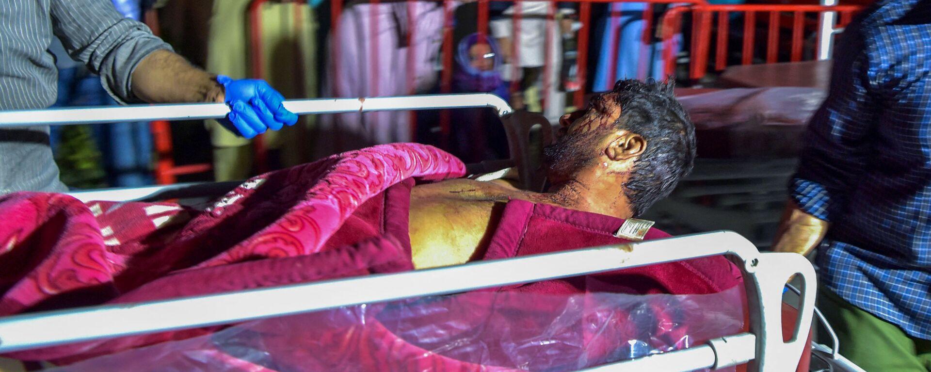 Медики помогают пострадавшим от двух мощных взрывов, произошедших в Кабуле - Sputnik Тоҷикистон, 1920, 04.09.2021