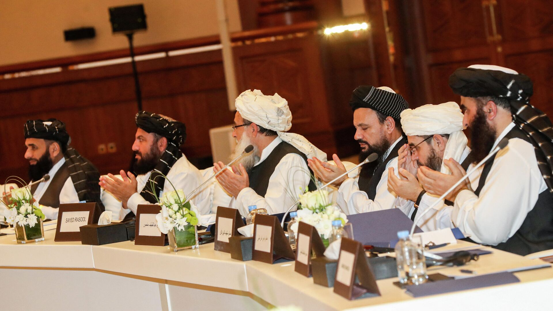 Члены движения Талибан присутствующие на втором дне переговоров внутриафганского диалога - Sputnik Таджикистан, 1920, 22.09.2021