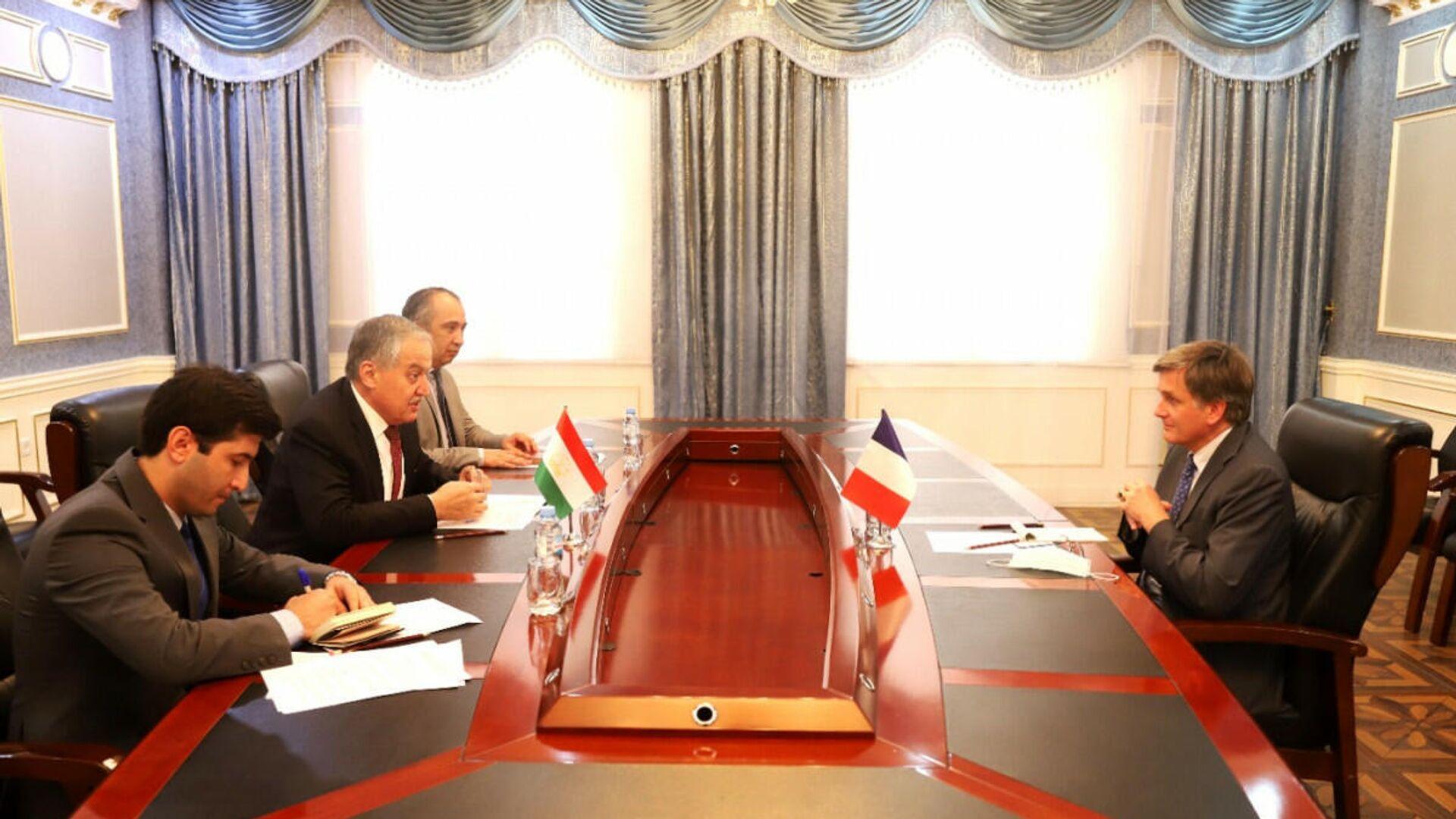 Глава МИД РТ провел встречу с послом Франции в РТ в городе Душанбе - Sputnik Тоҷикистон, 1920, 28.08.2021