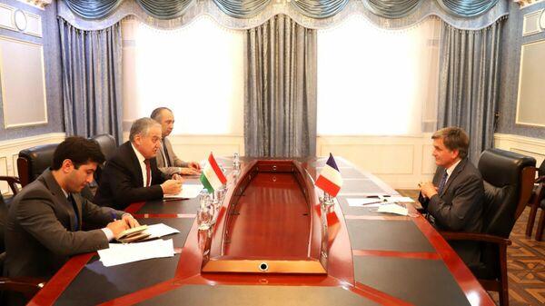Глава МИД РТ провел встречу с послом Франции в РТ в городе Душанбе - Sputnik Тоҷикистон