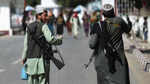 Талибы в аэропорта в Кабуле - Sputnik Таджикистан