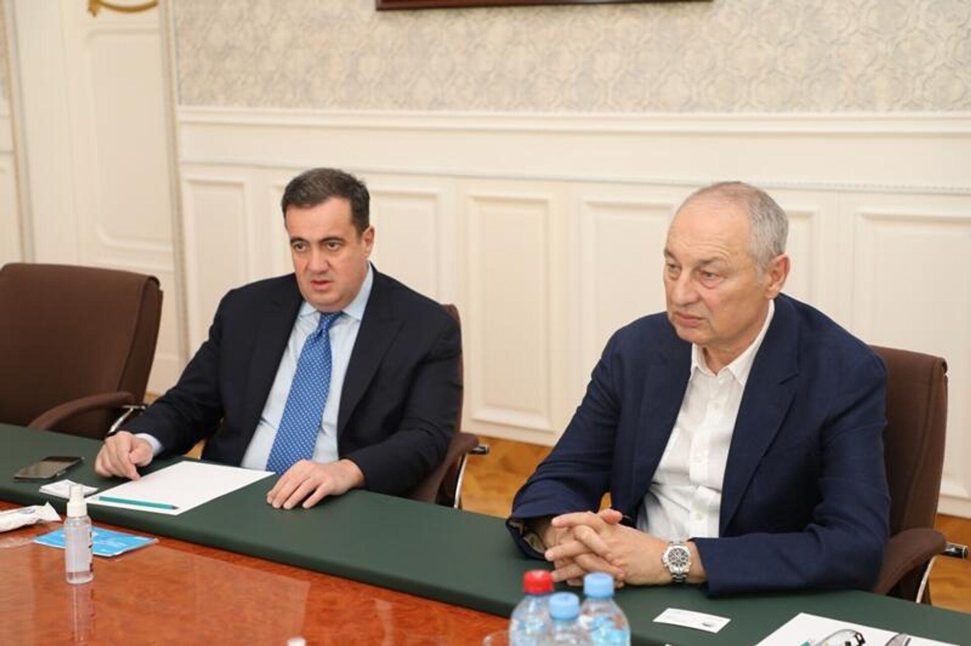 Председатель Национального банка Таджикистана Хоким Холикзода встретился с представителями Rietumu Bank of Latvia - Sputnik Тоҷикистон, 1920, 30.08.2021