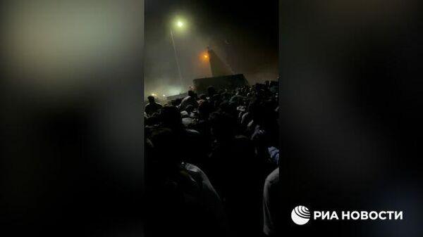 Видео РИА Новости. Толпы собравшихся у аэропорта Кабула - Sputnik Таджикистан