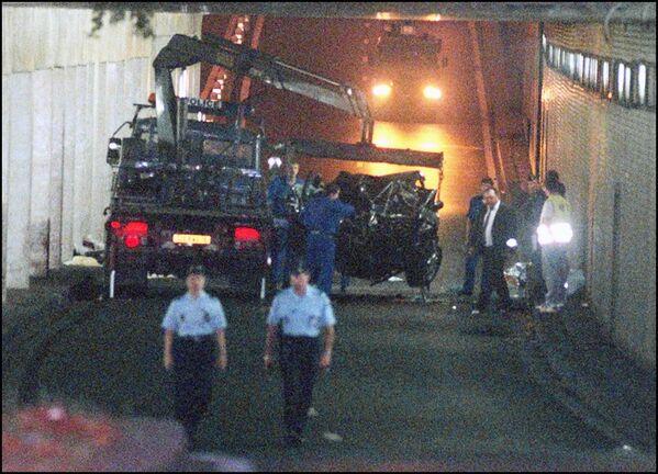 Ночью 31 августа 1997 года машина, в которой ехала принцесса и Доди аль-Файед, попала в ДТП перед мостом Альмана на набережной Сены. - Sputnik Таджикистан