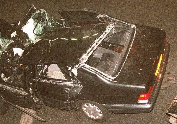 Единственным выжившим пассажиром автомобиля стал телохранитель Тревор Рис-Джонс. - Sputnik Таджикистан