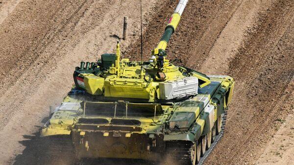 Танковый биатлон. Полуфинал. Танк Т-72Б3 команды военнослужащих Таджикистана - Sputnik Таджикистан