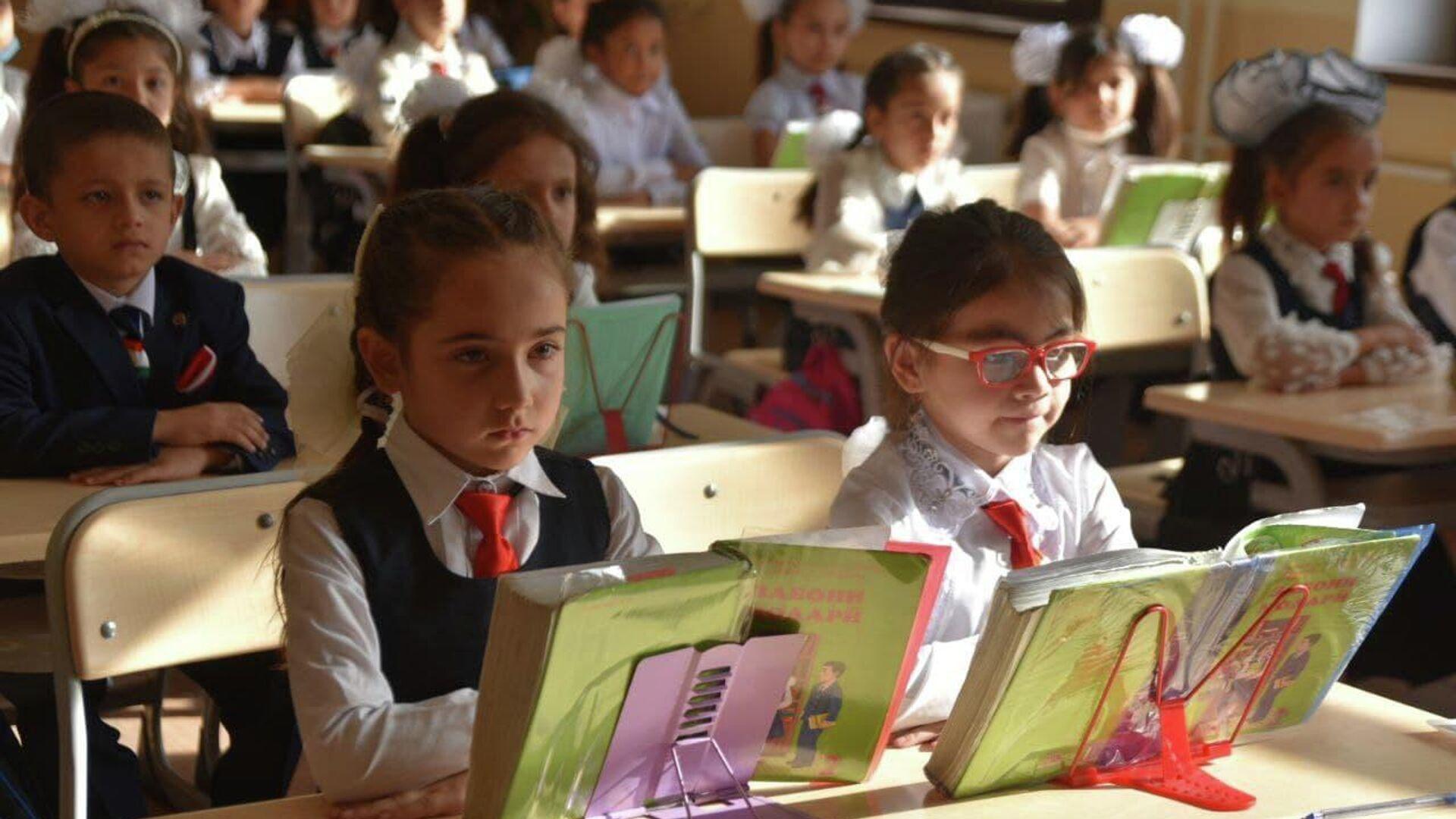 В Душанбе в честь 1 сентября открыта новая школа - Sputnik Таджикистан, 1920, 01.09.2021