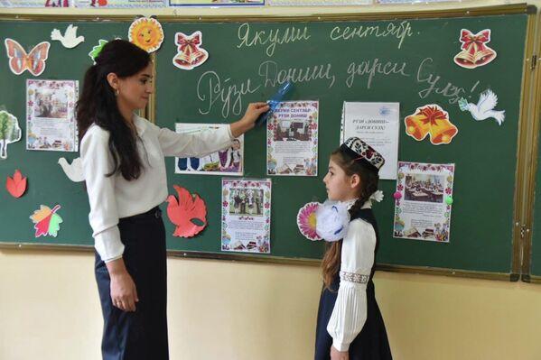 Учителя уже поставили первые хорошие оценки за правильные ответы. - Sputnik Таджикистан