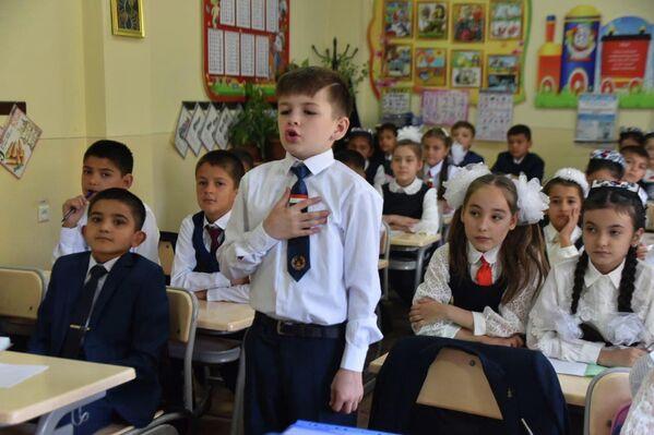 Школьники активно взялись за учебу: их ждет насыщенный год и новые знания. - Sputnik Таджикистан