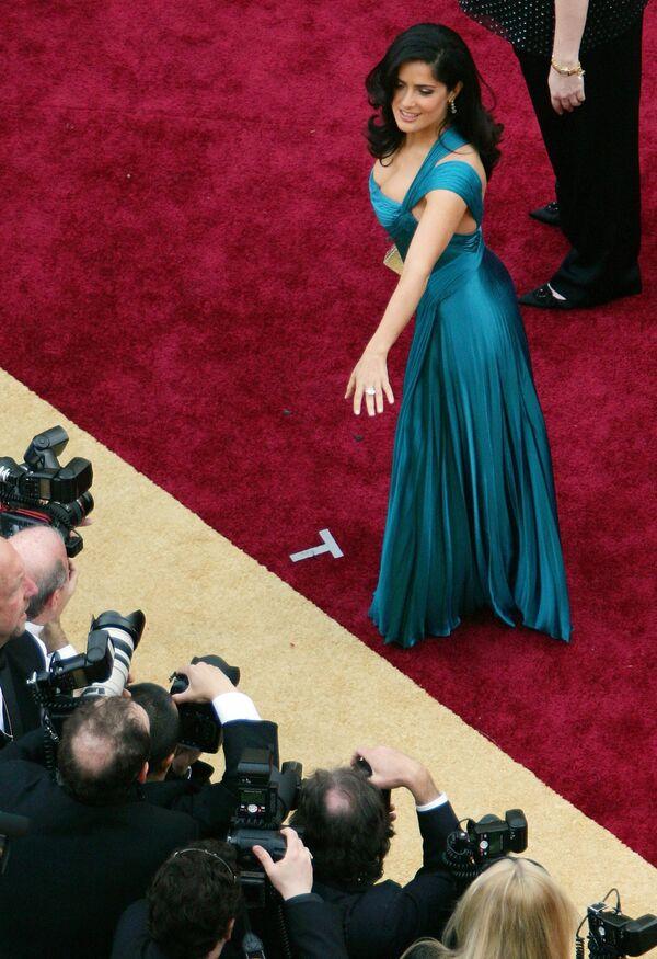 """В 1989 году Сальма Хайек получила главную роль в телесериале """"Тереза"""" и стала любимицей миллионов мексиканцев. - Sputnik Таджикистан"""