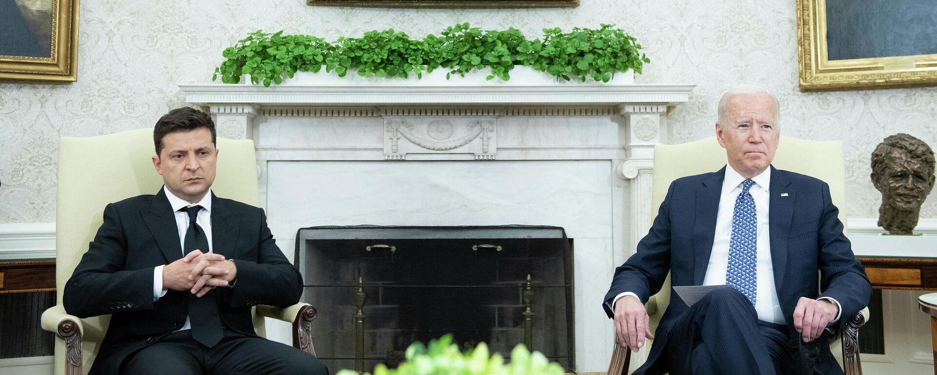 Президент США Джо Байден и президент Украины Владимир Зеленский - Sputnik Таджикистан, 1920, 02.09.2021